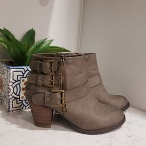 👢VEGAN LEATHER ANKLE BOOTS